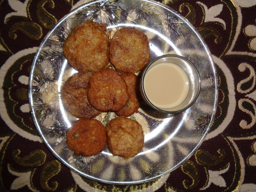 Potato chops with jaggery tea.