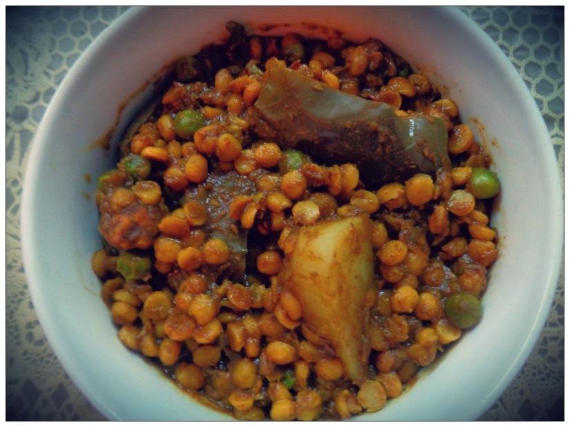 Split Bengal Gram With Brinjal,Potato andPeas